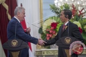 Joko Widodo Meets Serbian President Tomislav Nikoli