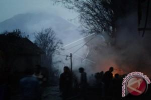 Tujuh Warga Terkena Awan Panas Gunung Sinabung