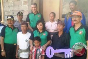 Bupati Mas Sumatri Resmikan Bedah Rumah di Desa Tribuana