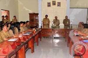 Wabup Karangasem Kumpulkan Pegawai Dua SKPD