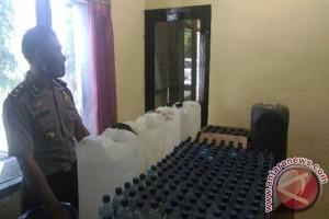 Polisi Singaraja Sita 500 Liter Miras Lokal