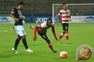 Madura United Tahan Imbang Bali United 0-0