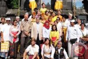 Umat Hindu Bali Rayakan Saraswati Di Belgia