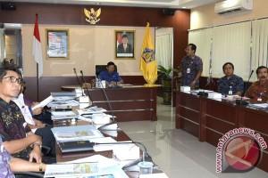 Gubernur Pastika Dengarkan Paparan Karya Ilmiah Pejabat