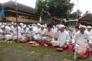 Pemkab Karangasem Gelar Ritual Di Semeru Agung