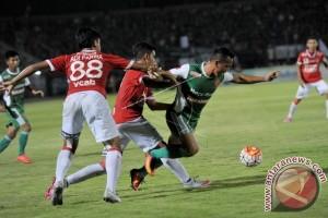 Bali United, PS TNI Teams Share 2-2