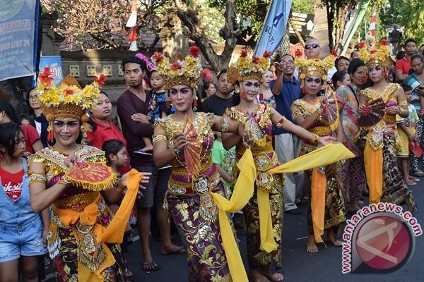 Tari Joged Massal Meriahkan Pembukaan Buleleng Festival ...