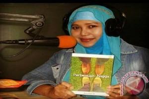 Arumi E: Selipkan Budaya Indonesia Dalam Novel