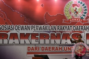 President Opens National Meeting of District Legislative Councils
