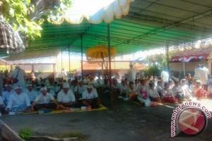 "Ratusan Mahasiswa STAHN  Mpu Kuturan  Ikuti Ritual ""Upanayana"""