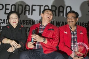 Megawati Dampingi Ahok-Djarot Daftar Di KPU Jakarta