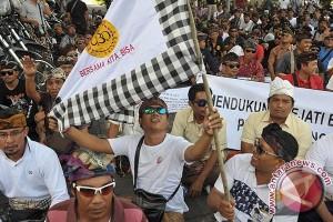 Unjuk Rasa Sopir Taxi Bali