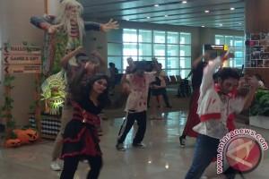 """Bandara Ngurah Rai Hadirkan """"Halloween"""" Hibur Penumpang"""