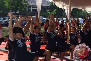 Safe Care Ajak Hidup Pola Sehat Dengan Yoga