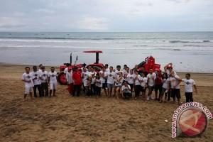 Coca-Cola Amatil Indonesia dan Quiksilver Gelar Community Beach Clean Up untuk Menanggulangi Permasalahan Sampah di Musim Angin Barat