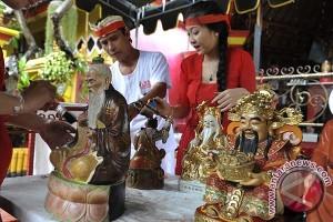 Ritual Jelang Imlek di Denpasar