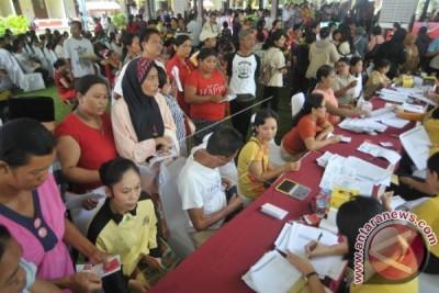 Mensos Serahkan Bantuan PKH Nontunai di Denpasar