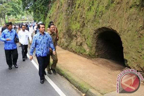 Bupati Suwirta Tinjau Penataan Objek Wisata Goa Jepang