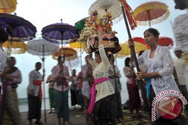 Pasca-Nyepi, ibu-ibu di Badung-Bali ikuti Tradisi
