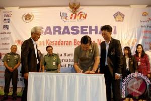 Gubernur Bali - PWI Teken Deklarasi Anti-Hoax
