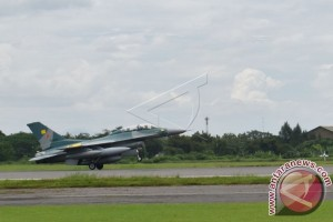 Two F-16 Fighter Planes Arrive from The United States