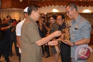 Gubernur Bali Serahkan Anugerah Pangripta Nusantara
