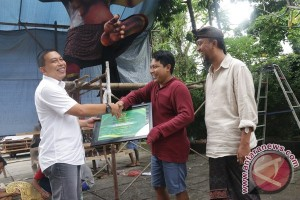 Gianyar Beri Penghargaan Ogoh-Ogoh Berbahan Sampah