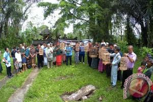 AQUA Mambal Peringati Hari Hutan & Air Sedunia