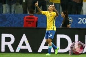 Coutinho dan Neymar antar Brasil Gunduli Paraguay 3-0