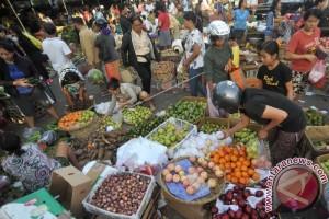 Pedagang Sarana Ritual di Denpasar Ramai Pesanan Jelang Kuningan