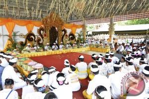 Wagub Bali-Ribuan Warga Tabanan Laksanakan Sembahyang Bersama