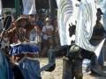 Seniman menampilkan tarian bertema bahari saat pembukaan Badung Bahari Festival 2017 di Tanjung Benoa, Badung, Bali, Jumat (19/5). Badung Bahari Festival 2017 yang menampilkan berbagai aktivitas seni dan olahraga bahari tersebut diharapkan dapat mengangkat citra dan potensi pariwisata bahari di kawasan Badung, Bali. Antara Bali/Fikri Yusuf/17