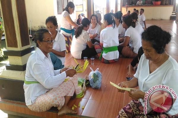 Umat Buddha Buleleng Rayakan Waisak Berbalut Budaya Bali