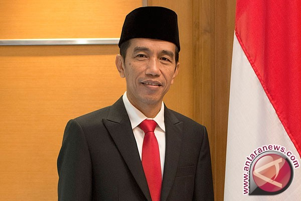 Presiden Jokowi Saksikan Latihan Perang Di Natuna