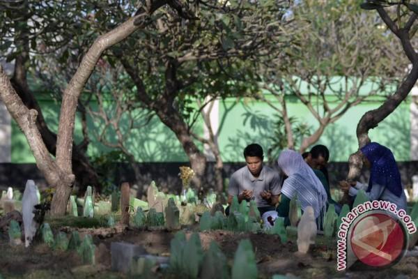 Jelang Ramadhan, ratusan Muslim Denpasar ziarah kubur (video)