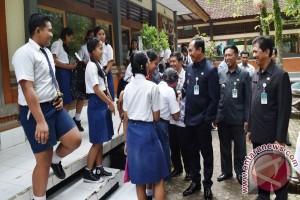 Wabup Badung Pantau Pelaksanaan UNBK-UNKP SMP
