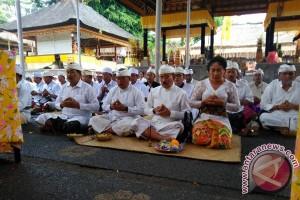 Karangasem Ngaturang Bhakti Penganyar di Samuan Tiga