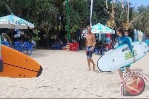 Kompetisi Surfing Jadi Daya Tarik Wisatawan