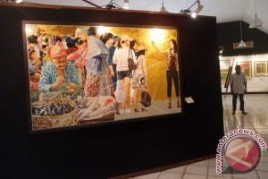 Seniman Wayan Beratha Pameran Lukisan di Rumahnya