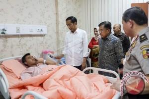 Jokowi Visits Bomb Blast Victims