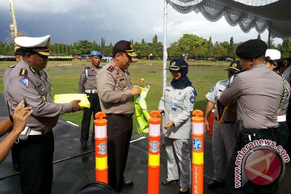 Jasa Raharja Bali Serahkan Peralatan Penanggulangan Kecelakaan