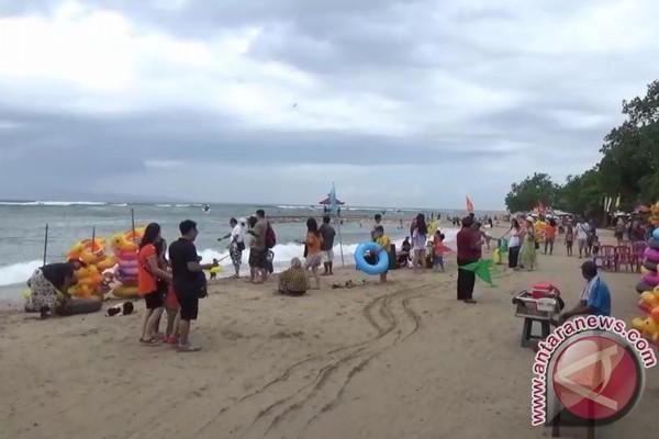 Pantai Sanur Dipadati Wisatawan Nusantara (Video)