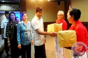 K3S Denpasar-Polwan Serahkan Kursi Roda Lansia