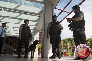 Polisi Perketat Pengamanan Pintu Masuk Bandara Bali