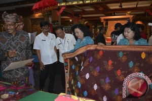 Ketua Dekranasda Bali Salut Dengan Inovasi Penenun