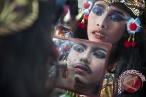 Berharap Berkah Dari Warisan Budaya (Foto Story)