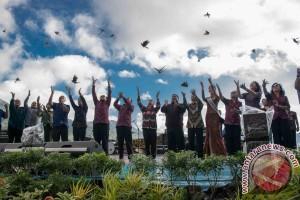 Deputi Kemenpar Buka Festival Danau Kembar