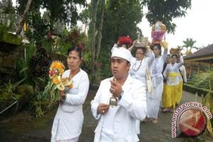 STAHN Mpu Kuturan Ngayah di Pura Lumajang Jatim