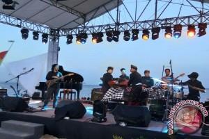 "Balawan ""Panaskan"" Panggung Festival Jazz Sanur"