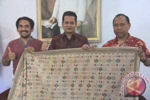 Pengrajin Singaraja Pamerkan Kerajinan Songket Khas Buleleng